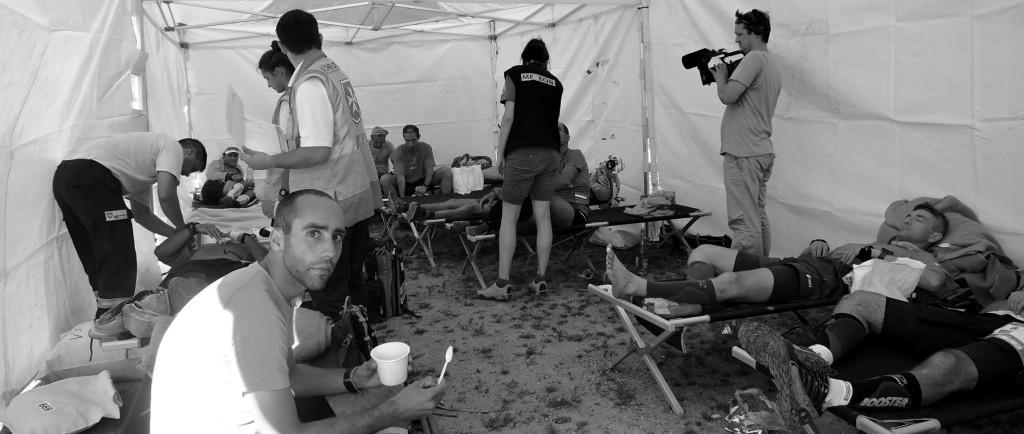 רצים באוהל המנוחה בסופר קולט, אצ'פה בל - המצולמים לא קשורים לדמויות שבסיפור